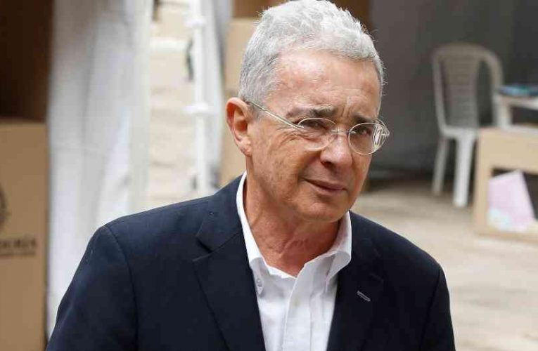 Él expresidente Álvaro Uribe Vélez tiene Covid-19