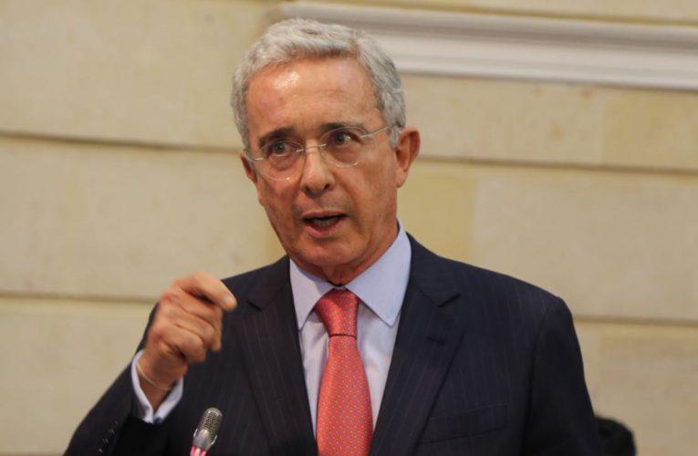 Libertad concedida a Álvaro Uribe será revisada por otro juez.