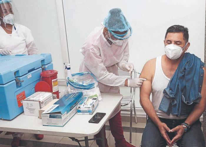 Arrancó la vacunación del COVID19 en Colombia.