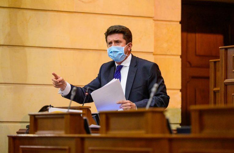 Diego Molano se mantiene como Ministro de Defensa
