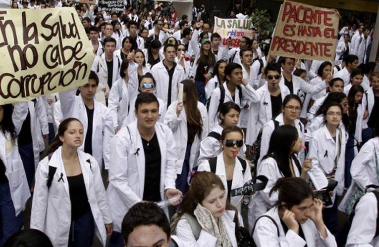 Agremiaciones medicas celebraron el hundimiento de la reforma a la salud