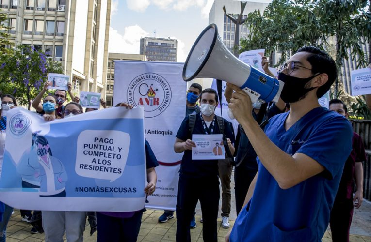 Cae la reforma a la salud pero el paro continúa